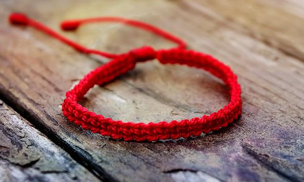 браслет из красной нити своими руками