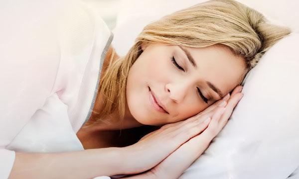 куда спать головой правильно